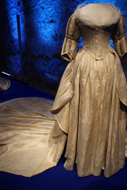 Drottning Fredrikas brudklänning från år 1797.