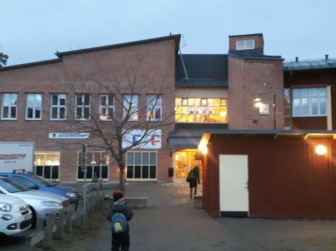 En kylslagen decembermorgon lyser Strandskolan fortfarande upp tillvaron för både elever och personal.