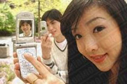 In the richest countries, for example UE or Usa or Japan(photo) , young people use mobile phonesto do a lot of thing.