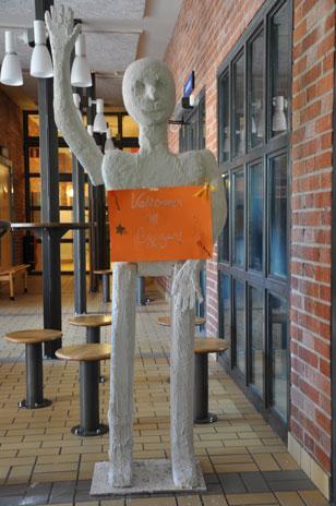 Bobelina, som är en hen, hälsade besökarna välkomna till Bryggan.