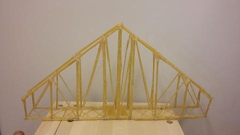 Bygga broar av spaghetti var minsann riktigt lärorikt.