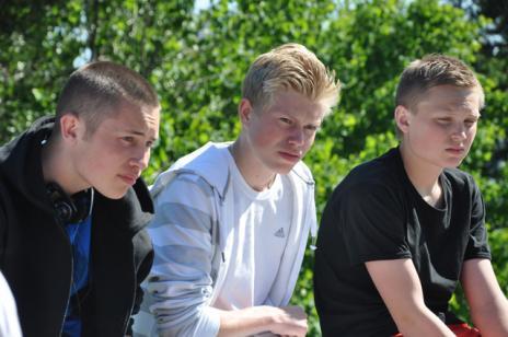 Marcus, Martin och Simon funderar efter avskutad rättegång.