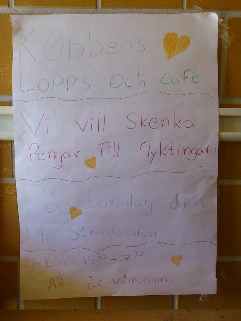 Affischering inför den kombinerade loppisen med café.