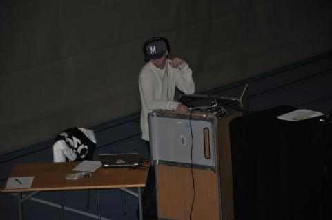 Ljudtekniker Lukas skötte jobbet med bravur.