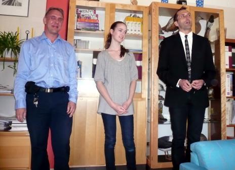 Jonas, Linnea och rektor Stig.