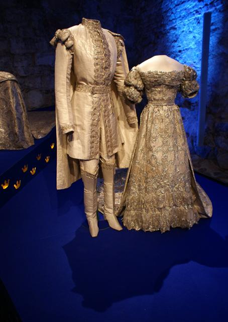 Dessa kläder är från när Kronprins Oscar och Josefina gifte sig den 19 juni 1823. Josefina var endast 16 år när hon gifte sig och inte mer än 160 cm lång.