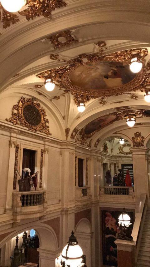 Det är vackert i operans lokaler.