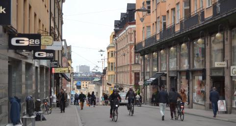Ingen riktig sommarkänsla i bilden från Götgatsbacken men i folks hjärtan lever hoppet om sommaren.