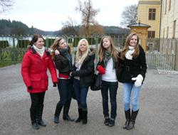 Framme vid Drottningholms slott