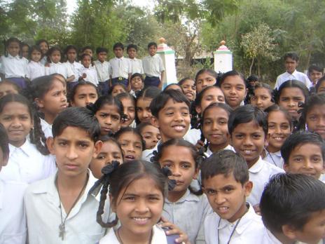 <br />Nyfikna elever från en av våra vänskolor.
