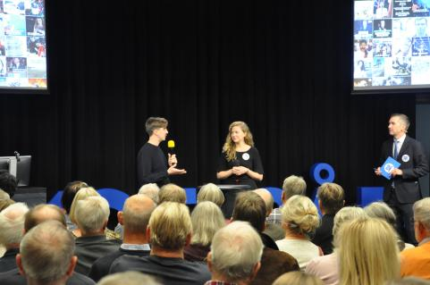 Jack Werner och Caroline Lagergren samtalar om nyheter riktade mot en yngre publik.