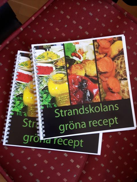 Omslaget till Strandskolans gröns recept.