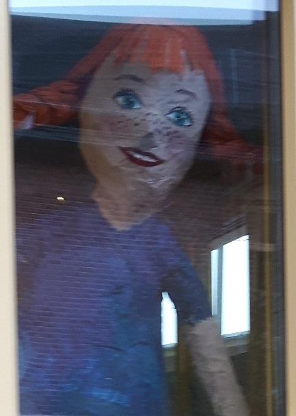 Eleverna i årskurs 1 gjorde ett projekt om Astrid Lindgren. Pippi måste givetvis ha koll på läget.