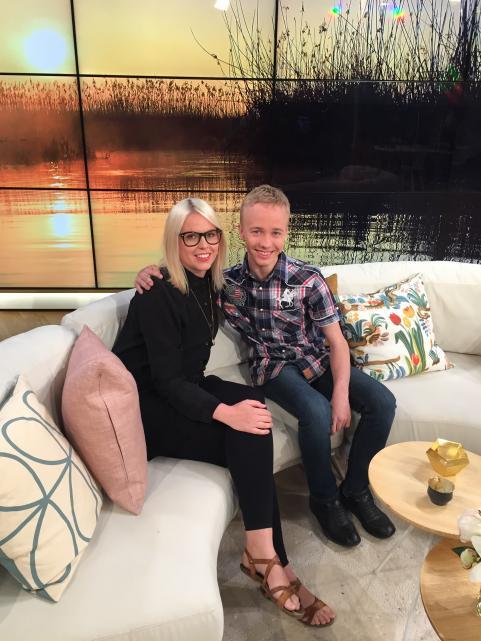 Marie och Marcus i Nyhetsmorgons soffa.