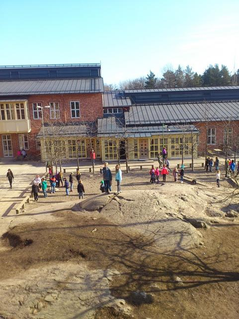 Delar av skolgården som den ser ut idag.